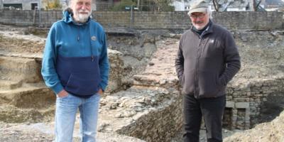 Burgenforscher Dr. Joachim ZEUNE untersucht Ruinen der Burg St. Vith